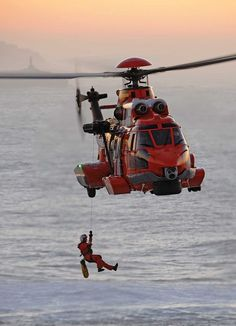 Coast Guard Helicopter, with diver/victim recovery winch. Coast Guard Helicopter, Helicopter Plane, Military Helicopter, Military Aircraft, Coast Guard Rescue, Us Coast Guard, Fighter Aircraft, Fighter Jets, Aigle Animal