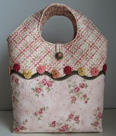 The bag Dora Dora, Patchwork Bags, Handmade Bags, Couture, Purses And Bags, Diaper Bag, Cross Stitch, Embroidery, Sewing