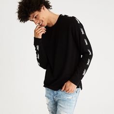 AE Active Long Sleeve T-Shirt (162.485 IDR) ❤ liked on Polyvore featuring men's fashion, men's clothing, men's shirts, men's t-shirts, black, mens longsleeve shirts, men's classic fit dress shirts, mens crew neck t shirts, mens extra long sleeve shirts and mens long sleeve shirts