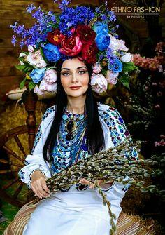Ukraine Women, Ukraine Girls, Ethno Style, Gypsy Style, Floral Headdress, Ukrainian Dress, Mardi Gras Costumes, Clash Royale, Russian Fashion