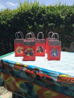 Blaze and the monster machine goodie bags Mais Turtle Birthday, Third Birthday, Boy Birthday, Blaze And The Monster Machines Party, Blaze The Monster Machine, Festa Monster Truck, Monster Truck Birthday, Festa Hot Wheels, Hot Wheels Party