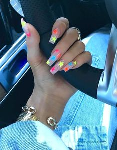 Kylie Jenner plays the leading role in nail art design nailart naildesigns Coffin Nails Designs Kylie Jenner, Kylie Nails, Nail Art Designs, Acrylic Nail Designs, Star Nail Art, Star Nails, Gradient Nails, Neon Nails, Uñas Kylie Jenner