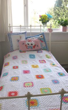 Sweet granny square blanket in white (no pattern)
