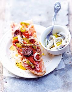 Spanish Tartines with Chorizo with Guindillas (pickled green peppers in vinaigrette) Chorizo, Gourmet Recipes, Appetizer Recipes, Healthy Recipes, Sandwich Recipes, Dinner Rolls Recipe, Bun Recipe, Quick Meals, Clean Eating Snacks