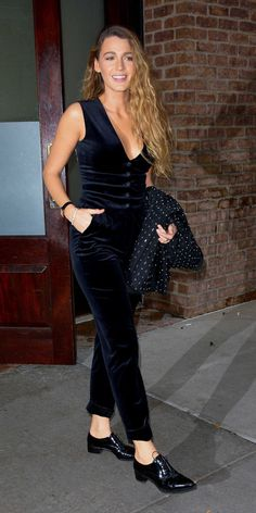 Broke Her Suit Streak With The Perfect Fall Outfit - Blake Lively's Black Velvet Jumpsuit Is The One Piece You Need For Fall -Blake Lively Broke Her Suit Streak With The Perfect Fall Outfit - Blake Lively's Black Velvet Jumpsu. Blake Lively Street Style, Mode Blake Lively, Blake Lively Fashion, Blake Lively Style Casual, Blake Lively Wedding, Blake Lively Outfits, Power Dressing, Black Lively, Black Velvet Jumpsuit