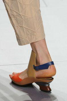 Issey Miyake at Paris Fashion Week Spring 2015 - Details Runway Photos