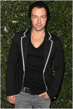 WHOA! Joey Lawrence Signs with Chippendales Las Vegas
