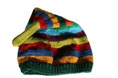 Diese niedliche gestreifte Mütze ist kuschelweich und hat keine Nähte, die drücken könnten. Sie passt auf kleine Köpfe ab dem ersten Tag.   Als kle...