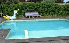 Haz de tu piscina mas que un vaso con agua. Zona solarium con jets, cascadas....Ponla cómoda con unas escaleras de facil acceso...