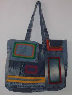 Bolsa feita com jeans reutilizado e bordada com fios de lã. Fecho de imã e bolso interno. O forro não será igual ao da foto.  Mais informações pelo email.  Recomendações:Como é uma peça artesanal, sugiro não lavar em máquinas. R$ 70,00