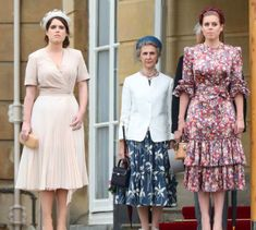 """""""The Queen, The Duke of Sussex, Princess Beatrice and Princess Eugenie of York, The Duke and Duchess of Gloucester during the Queen's Garden Party at Buckingham Palace on May 2019 in London, England. Duchess Of York, Duke And Duchess, Duchess Kate, Queens Garden Party, Eugenie Wedding, Eugenie Of York, Floral Frocks, Princess Beatrice, Princess Diana"""