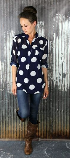 Polka Dot Blouse, jeans and boots. Love the polka dot blouse Beauty And Fashion, Look Fashion, Passion For Fashion, Fashion Outfits, Womens Fashion, Style Work, Style Me, Fall Outfits, Casual Outfits