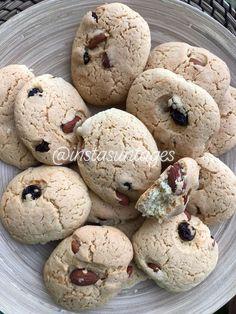 Υλικά 3 αυγά 200γρ Ζάχαρη ξύσμα πορτοκαλιού 500γρ αλεύρι γ.ο.χ 1 φακελάκι Μπέικιν Πάουντερ 1 βανίλια 100γρ βούτυρο σε κύβους 150γρ αμύγδαλα ολόκληρα ελαφρώς καβουρδισμένα 50γρ cranberries  Εκτέλεση... Cranberries, Food And Drink, Cookies, Desserts, Crack Crackers, Tailgate Desserts, Deserts, Biscuits, Postres