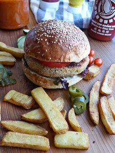 Zucchini-garbanzo burger  {Eufemismo} Salmon Burgers, Zucchini, Hamburger, Ethnic Recipes, Food, Shredded Zucchini, Gram Flour, Spices And Herbs, Burgers