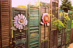 Geben Sie Ihrem langweiligen Zaun einen schönen Wechsel! 15 schöne Selbstmachideen, um Ihrem Zaun ein neues Aussehen zu geben! - DIY Bastelideen