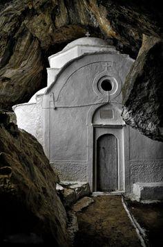 Chapel of Panagia Makrini - Samos, Greece. Photo by Nikos Chatziiakovou. Albania, Pays Europe, Samos Greece, Myconos, Into The Wild, Voyage Europe, Chapelle, Place Of Worship, Kirchen