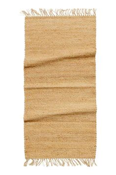 Fringed jute rug: Rectangular rug in braided jute with fringes on the short sides.