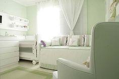 Quarto de bebê menina verde e lilás