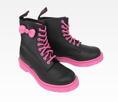 Oh em gee ~ I ne        Hello Kitty Dr. Martens Boot: Black n Pink