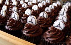 Cupcakes con logo Mercedes Benz. ¿quieres que la tuya luzca igual de dulce?  Llama al 618192757 ó escribe a info@cuppingcakes.es para hacer tu pedido.