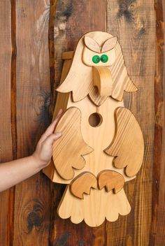 Vögel - Designer Nistkasten aus Holz - ein Designerstück von Tierbedarf bei DaWanda Wooden Projects, Wooden Crafts, Diy And Crafts, Bird House Feeder, Diy Bird Feeder, Bird Tables, Bird House Plans, Bird Houses Diy, Bird Boxes