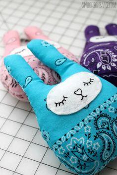 Épinglé par ❃❀CM❁✿⊱ Stuffed Bunny Sewing Patterns - Swoodson Says Sewing Patterns For Kids, Sewing Projects For Kids, Sewing Ideas, Felt Projects, Sewing Hacks, Diy Projects, Sewing Stuffed Animals, Stuffed Animal Patterns, Plushie Patterns