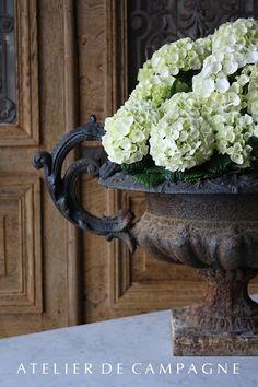 Urn of hydrangea blossoms - Atelier de Campagne - Home