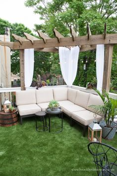 Inside Outside Deck Makeover | Brooklyn Limestone Small Outdoor Spaces, Outdoor Living Rooms, Small Patio, Pergola Designs, Deck Design, Backyard Designs, Diy Patio, Backyard Patio, Terrazas Chill Out