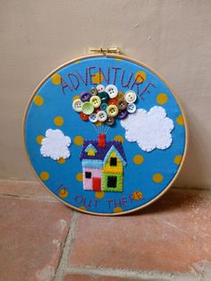 Disney Up Embroidery Hoop Art - Applique - Felt - Buttons - Pixar Disney Up, Embroidery Hoop Crafts, Embroidery Hoop Art, Button Art, Button Crafts, Bordados E Cia, Pixar, Adult Crafts, Disney Crafts