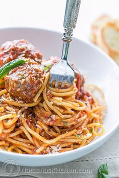 The Best Spaghetti & Meatballs! Here's the secret to making meatballs uber juicy & tasty! Best Spaghetti, Homemade Spaghetti, Homemade Marinara, Spaghetti Recipes, Spaghetti Sauce, Entree Recipes, Sauce Recipes, Pasta Recipes, Cooking Recipes