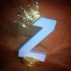 This is a listing for an 8 inch paper mache letter with the prince theme (can also be princess themed). Any color...no crown...whatever you like.... Can be done:) I have attached a few pictures to exhibit what this letter looks like, and also different variations of the design to show you