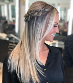 Runway Ready Low Ponytail Hairtyle, This haute couture pony is fantastic for a night out. Haircuts For Wavy Hair, Haircut For Thick Hair, Braids For Long Hair, Straight Hairstyles, Creative Hairstyles, Modern Hairstyles, Braided Hairstyles, Short Hair Cuts For Women, Short Hair Styles