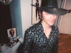 "Tom Payne on Instagram: ""Fedora Friday feeling funky 🕺"" Tom Payne, Friday Feeling, Hats For Men, Cowboy Hats, Toms, Walking Dead, Instagram, Fashion, Moda"