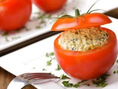 Stuffed Tomatoes with Deviled Egg Salad Recipe Canned Salmon Recipes, Egg Recipes, Paleo Recipes, Tuna Stuffed Tomatoes, Stuffed Peppers, Deviled Egg Salad, Sem Gluten Sem Lactose, Tasty Dishes, Dairy Free