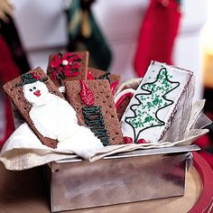 Discover ideas for the Christmas holiday season including Christmas crafts and gift ideas, warming Christmas recipes, ornaments and more! Graham Cracker Recipes, Graham Cracker Cookies, Graham Crackers, Christmas Door, Christmas Candy, Christmas Cookies, Merry Christmas, Christmas Activities, Activities For Kids