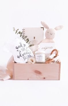 """Shop """"Mom-to-Be"""", the signature pregnancy announcement gift box by Marigold & Grey. Our luxury pregnancy gifts include free U. Pregnancy Gift Baskets, Pregnancy Gifts, Pregnancy Info, Baby Gift Box, Baby Box, New Mom Gift Basket, Mom Baby, Regalo Baby Shower, Baby Shower Gifts"""