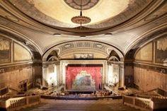 I teatri abbandonati nelle bellissime foto di Matt Lambros