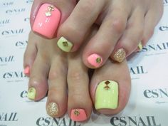 studded sommer toe nails On a side note - that's some BIG, big toe nail!