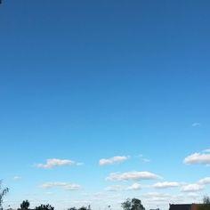 #Recette du jour 1/3 de #nuages et 2/3 de #bleu #Niort #cielfie #ciel  #instablue #blau #instasky #bleu #sky #blue #france #clouds #skyporn