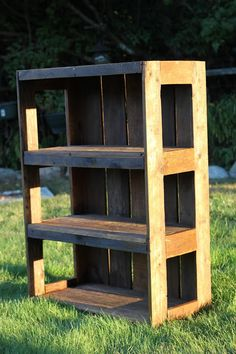 I'd been wanting to make a pallet bookshelf for our bedroom for a long time! I finally got some old pallets for free from work a few mon...