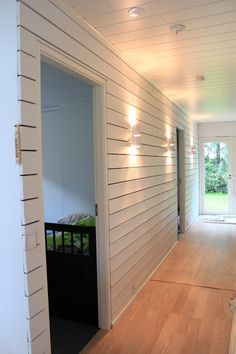 Lautaseinä L´n remppadiary: heinäkuuta 2013 White Wood, Bauhaus, Garage Doors, Living Room, Interior, Outdoor Decor, Diy Ideas, Home Decor, Decoration Home