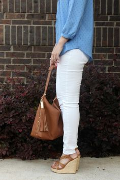 11 Ways to Style White Jeans – From Dressy to Casual. I love this shirt. It's become one of my favorites and when paired with white denim and brown wedges, you have one great outfit. Get outfit details at www. Brown Wedges Outfit, White Jeans Outfit Summer, White Pants Outfit, Brown Outfit, Heels Outfits, Jean Outfits, Trendy Outfits, Cute Outfits, Fashion Outfits