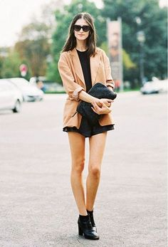 A sleek camel blazer with an all-black ensemble is the perfect look for this fall.... - Street Style