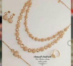 Jewelry Design Earrings, Gold Earrings Designs, Jewellery Designs, Gold Necklace Simple, Gold Jewelry Simple, Gold Wedding Jewelry, Gold Jewellery, Gold Bangles Design, Gold Set