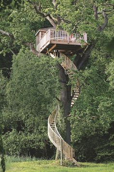 34 Stunning Tree House Designs You Never Seen Before Beautiful Tree Houses, Cool Tree Houses, Tree House Plans, Tree House Designs, Tree Tops, Victorian Homes, Play Houses, Cabana, Architecture