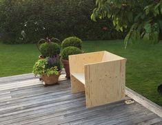 Per Jensen nous présente son projet Anna Marta fauteuil né d'un cube. Découpé, ajouré, incliné, strié, les formes et possibilités semblent multiples. #design  #fauteuil