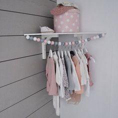 Suspendre les vêtements des enfants