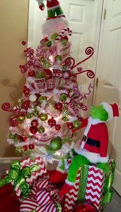 Grinch Christmas Tree. He has his eye on something! Roxy Wagner