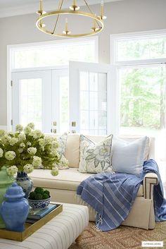 Blue And Green Living Room, Living Room White, Rugs In Living Room, Home And Living, Living Room Decor, Blue Green, Modern Living, Spring Home Decor, Easy Home Decor