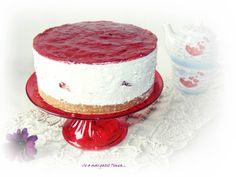 Ce a mai gatit Timea...: Tort de biscuiti cu capsuni